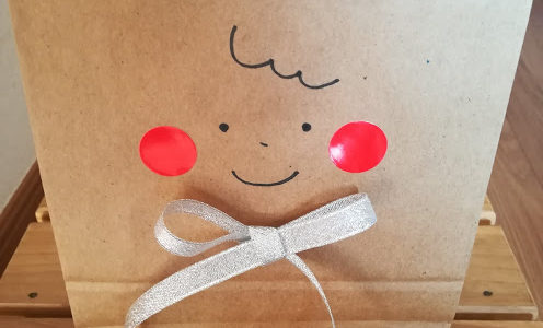 バレンタインのラッピングに紙袋とカードを添えて。材料に必要なもの